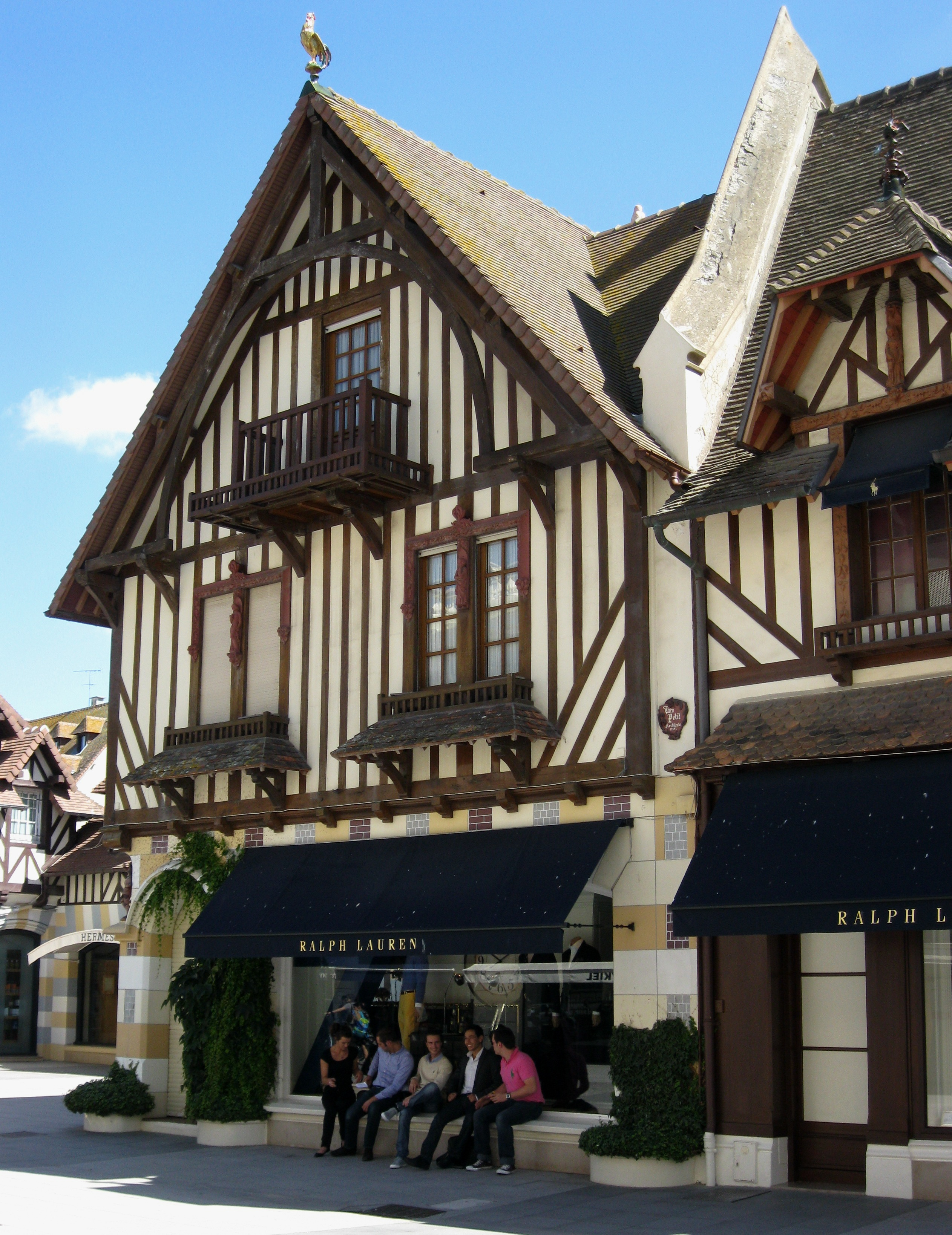My afternoon in Deauville: sea, pics and shops – Ritournelle