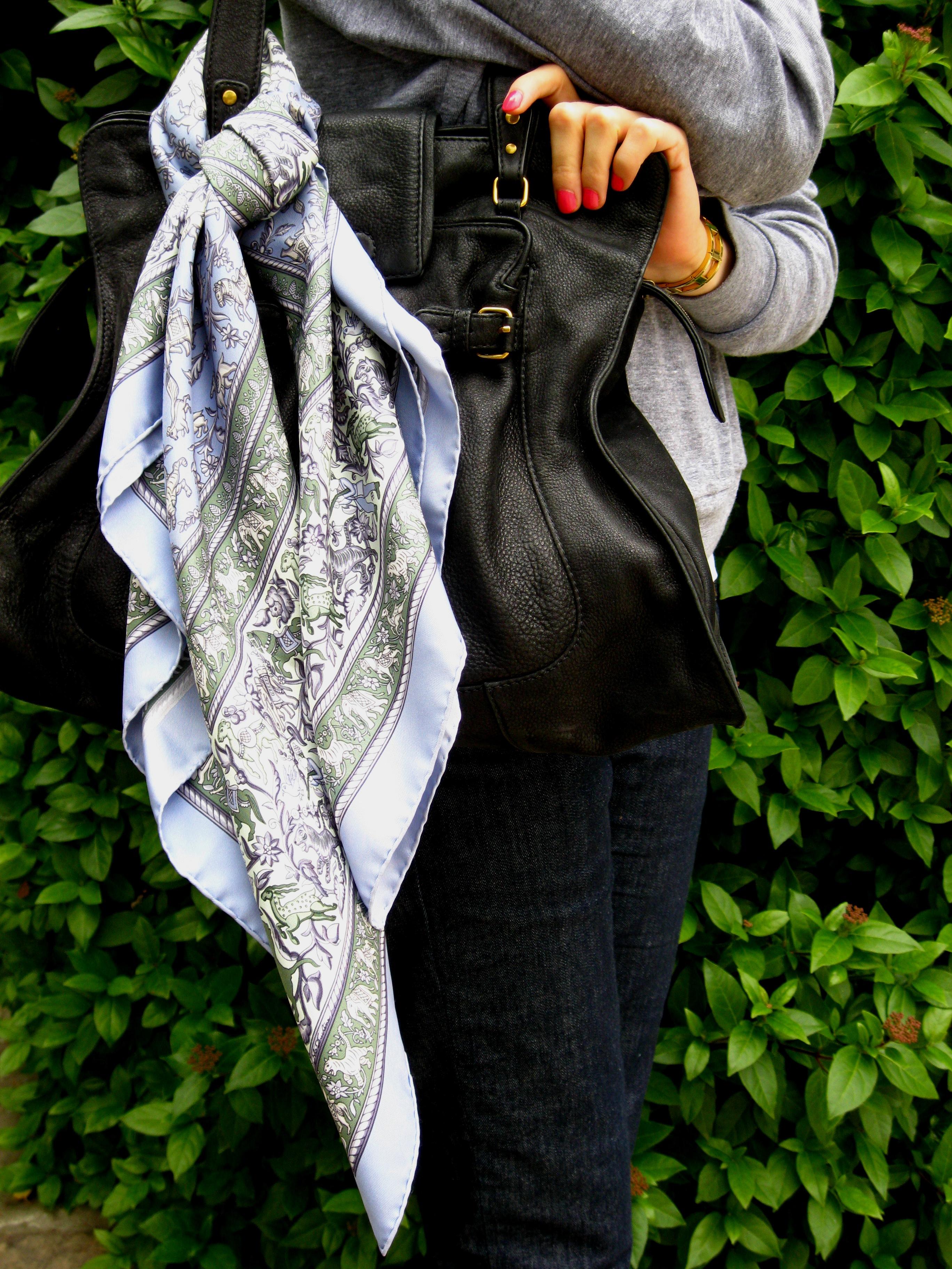 New Online Campaign Etwag Young Mon Hermès's Tempts Girls J'aime Carré pqVLSzGUM