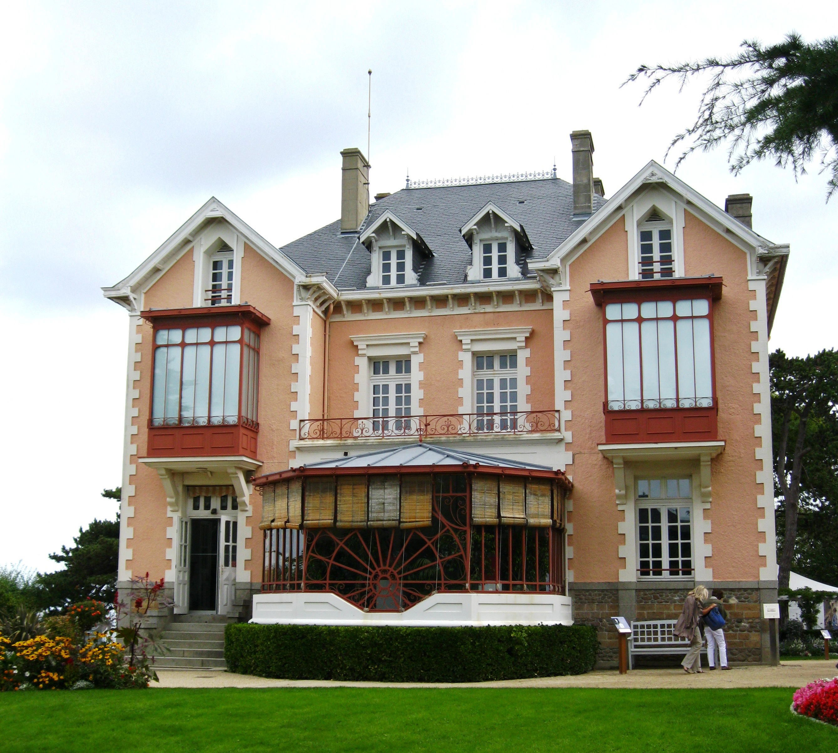 More on christian dior s ball and his childhood home for Granville home