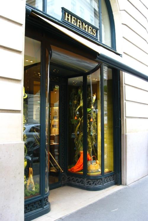 herm s faubourg saint honor store windows in paris a. Black Bedroom Furniture Sets. Home Design Ideas