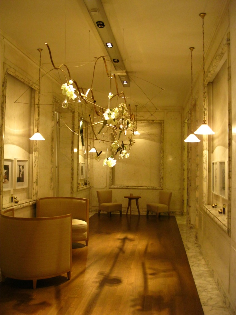 The guerlain store and spa in paris perfume and pampering for Pareti salone