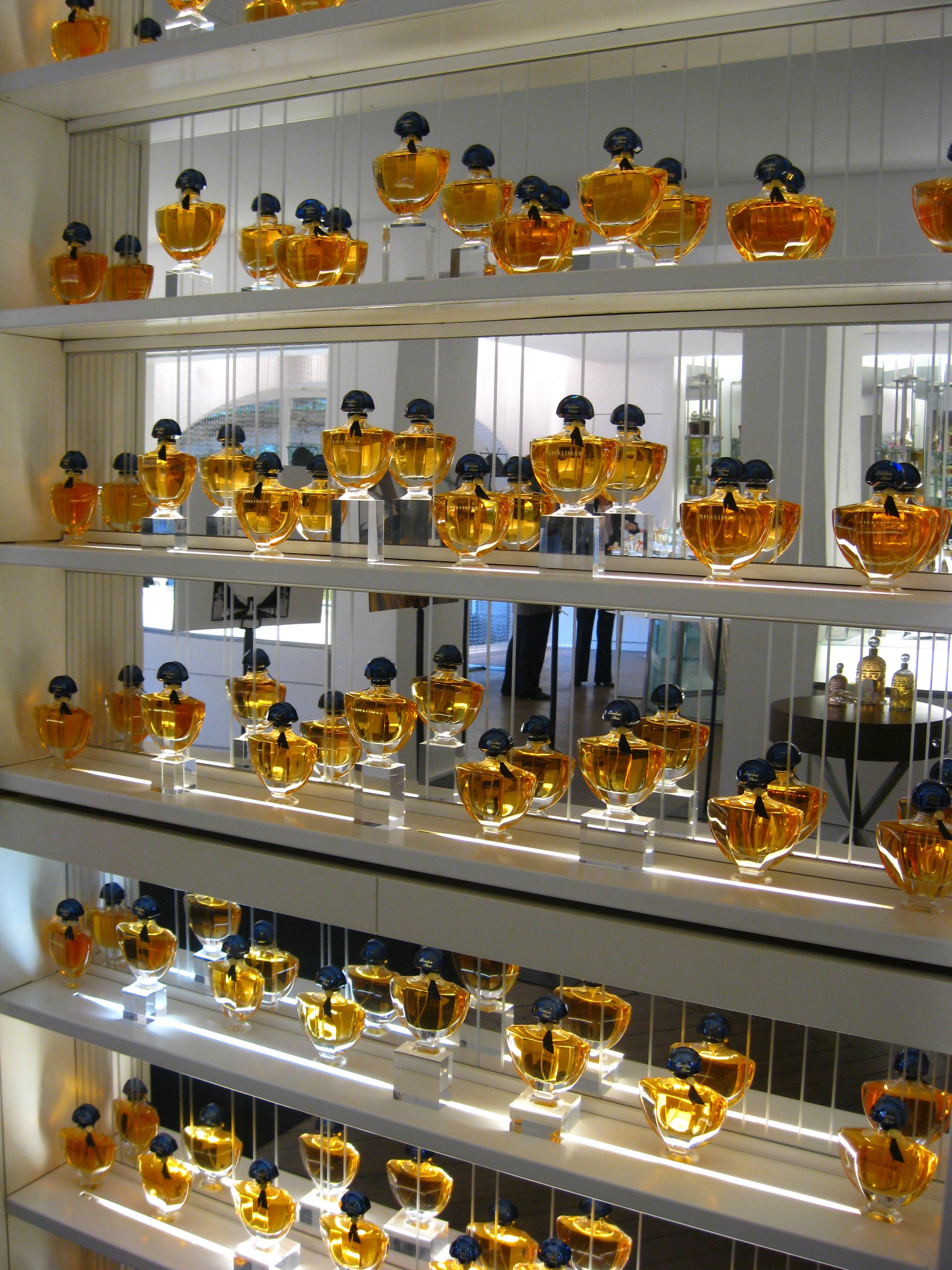 The guerlain store and spa in paris perfume and pampering for Salon cologne