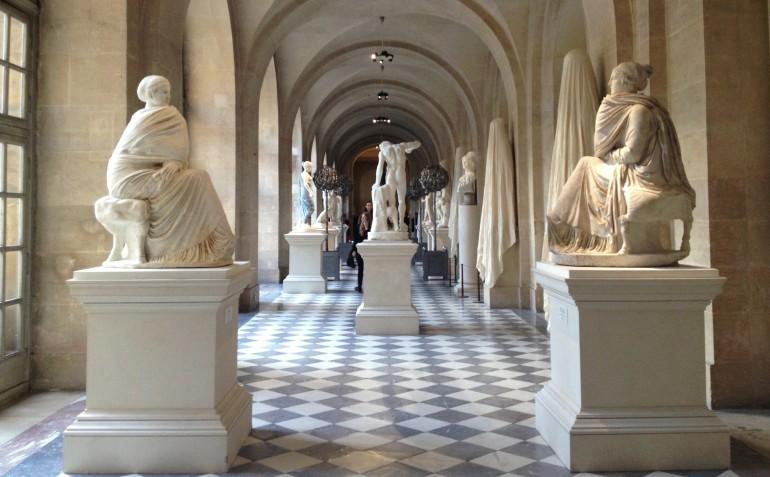 Versailles Antique Chateau couloir 2 femmes