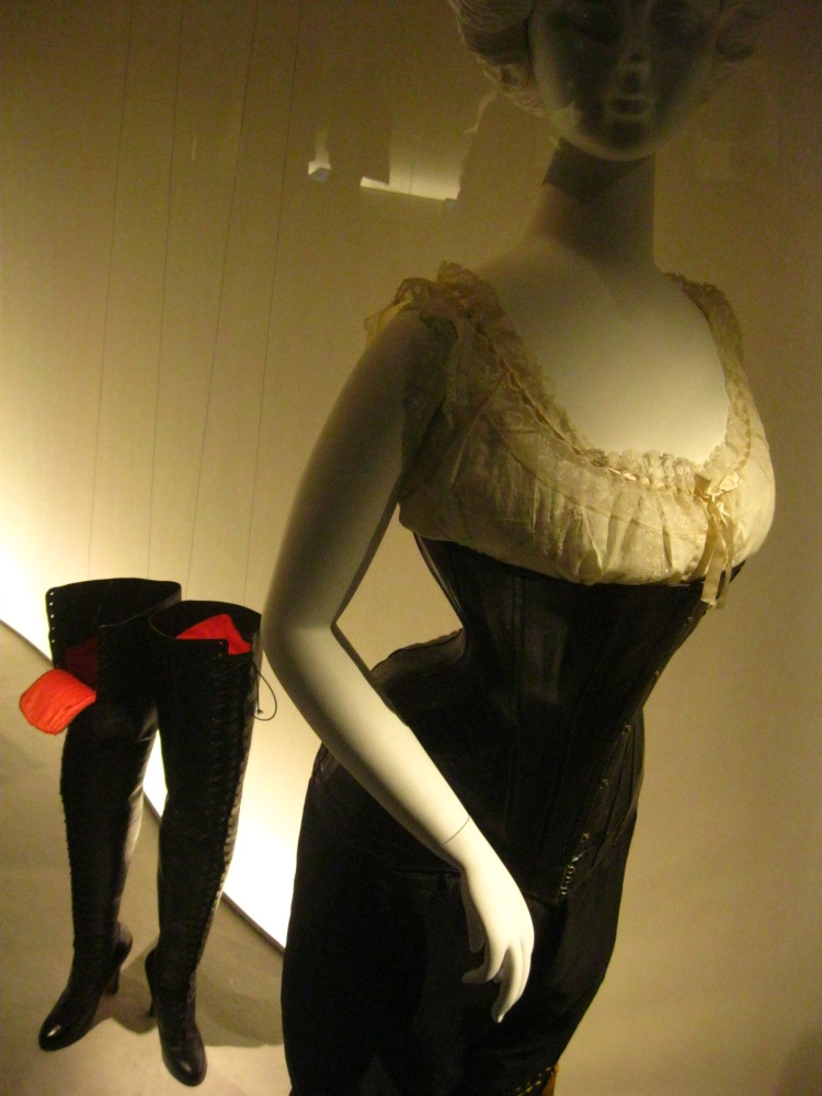 Fashioning Fashion S