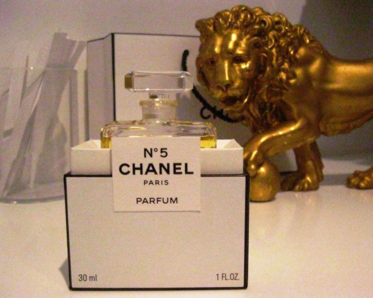Chanel 5 lion