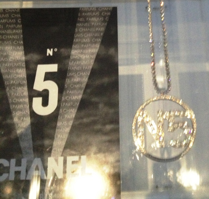 Chanel 5 Nicole Kidman necklace