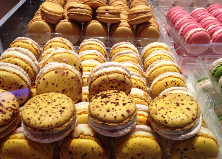 Pierre Herme macaron velouté jaune