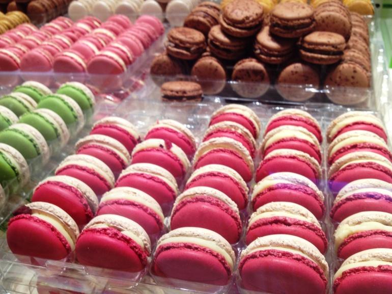 Pierre Herme macaron velouté rose
