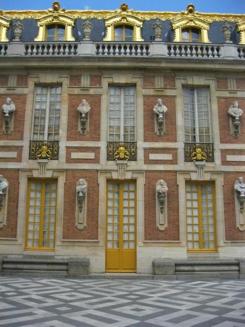 Versailles building 2