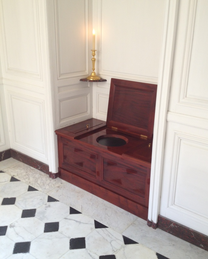 Versailles king bathroom