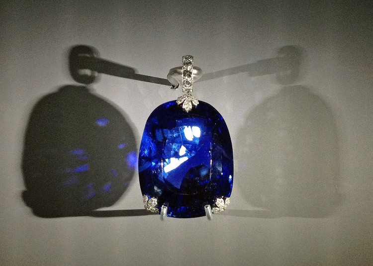 Cartier Grand Palais blue sapphire