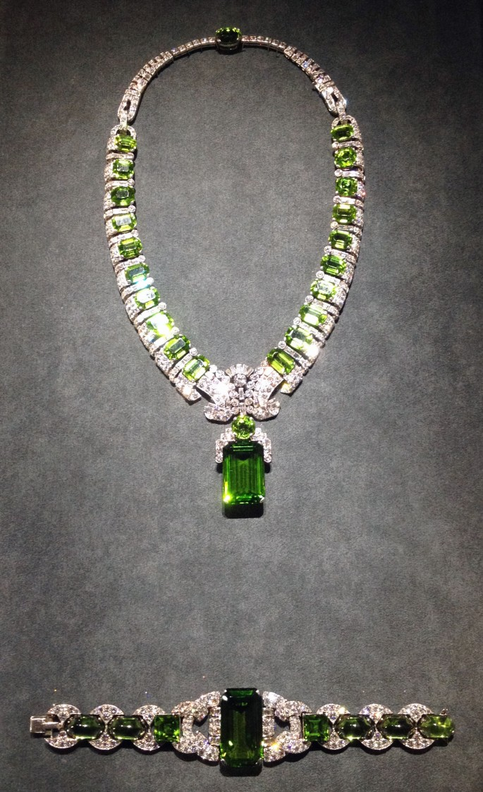 Cartier Grand Palais emerald necklace bracelet