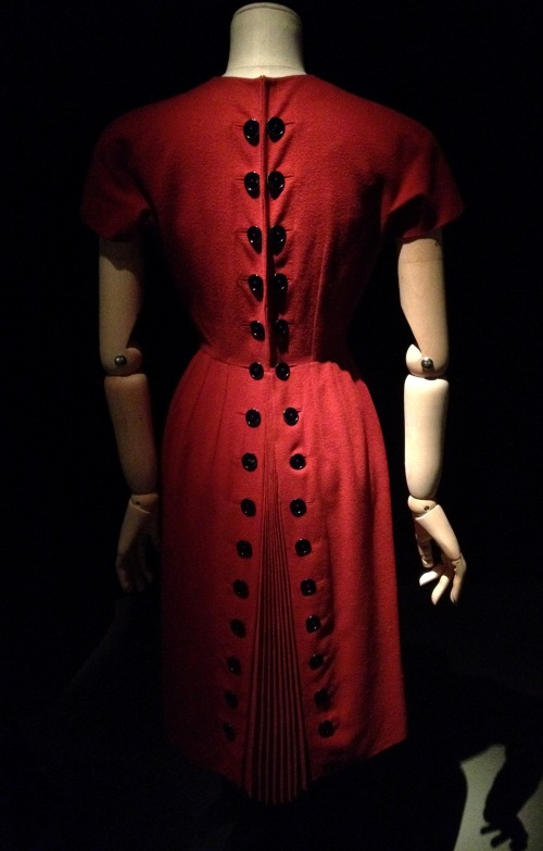 Boutons Arts Décos Christian Dior robe rouge