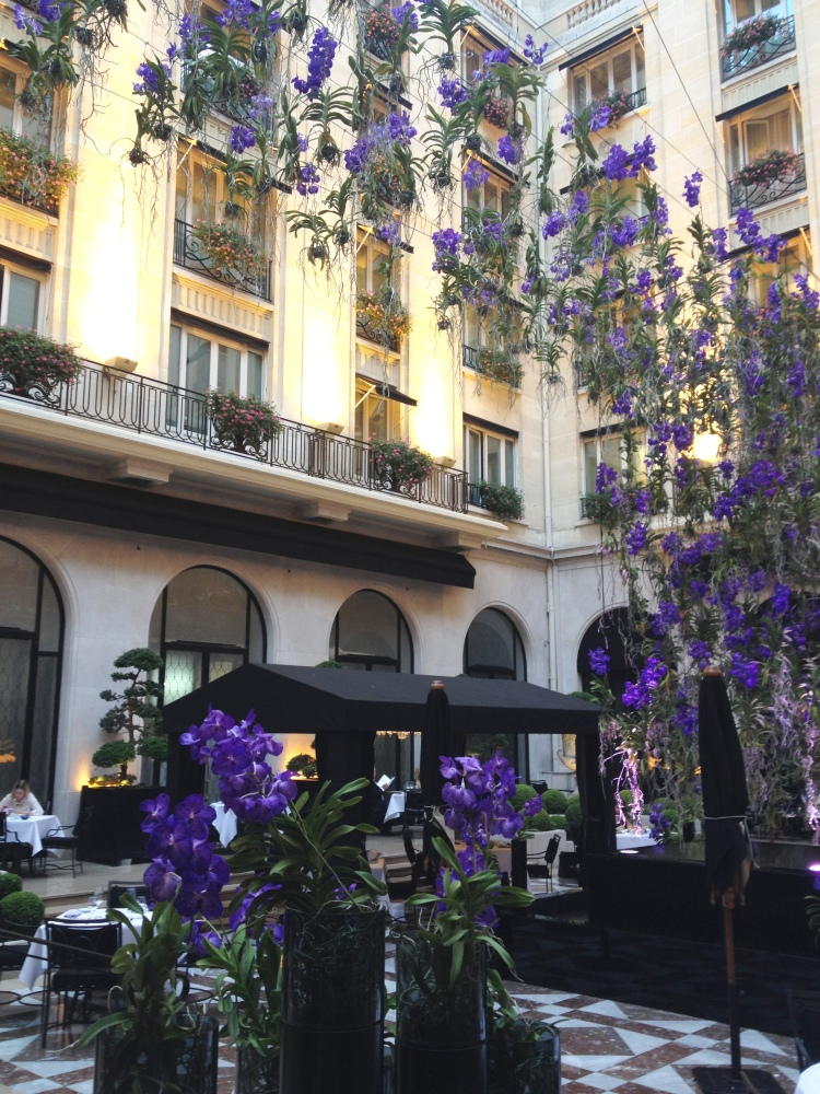 Four Seasons George V courtyard